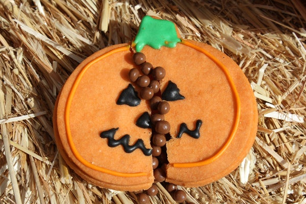 Farmshop---Piñata-Pumpkin-Cookies-Filled-with-Crunchy-Pearls