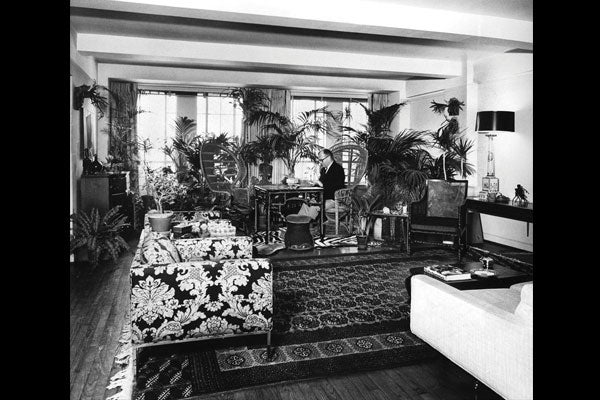 STUART ROEDER IN HIS MANHATTAN APARTMENT, 1967. COURTESY OF FIRE ISLAND MODERNIST: HORACE GIFFORD AND THE ARCHITECTURE OF SEDUCTION.