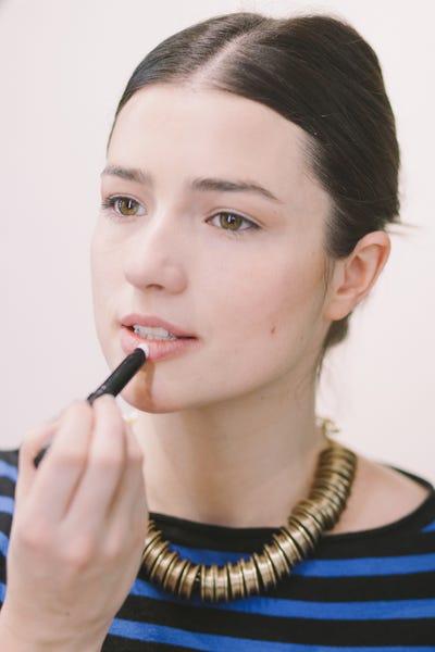 02_VelvetRedLip02Step1_diy-runway-makeup-look-2-(2-of-21)
