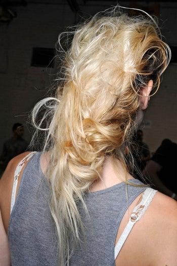summer-beauty-trends-messy-updo