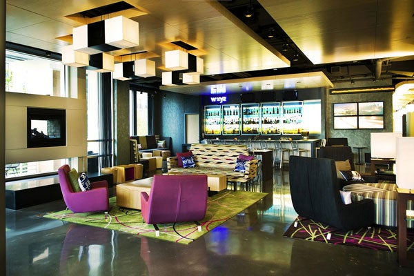 Aloft-Hotel-Bar_1slid