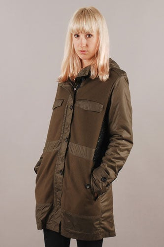 SURFACE_TO_AIR_AW12_JACKET_MODEL_002-2