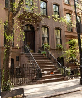 new york city apartment prices carrie bradshaw 39 s apartment. Black Bedroom Furniture Sets. Home Design Ideas