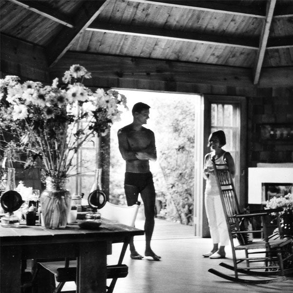 HORACE GIFFORD AND TRUDY FRANK AT WITTSTEIN-MILLER HOUSE II, FIRE ISLAND PINES, NY, CA. 1964. COURTESY OF FIRE ISLAND MODERNIST: HORACE GIFFORD AND THE ARCHITECTURE OF SEDUCTION.