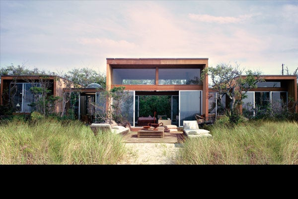 CRAWFORD HOUSE, EXTERIOR FACING GREAT SOUTH BAY. COURTESY OF FIRE ISLAND MODERNIST: HORACE GIFFORD AND THE ARCHITECTURE OF SEDUCTION.